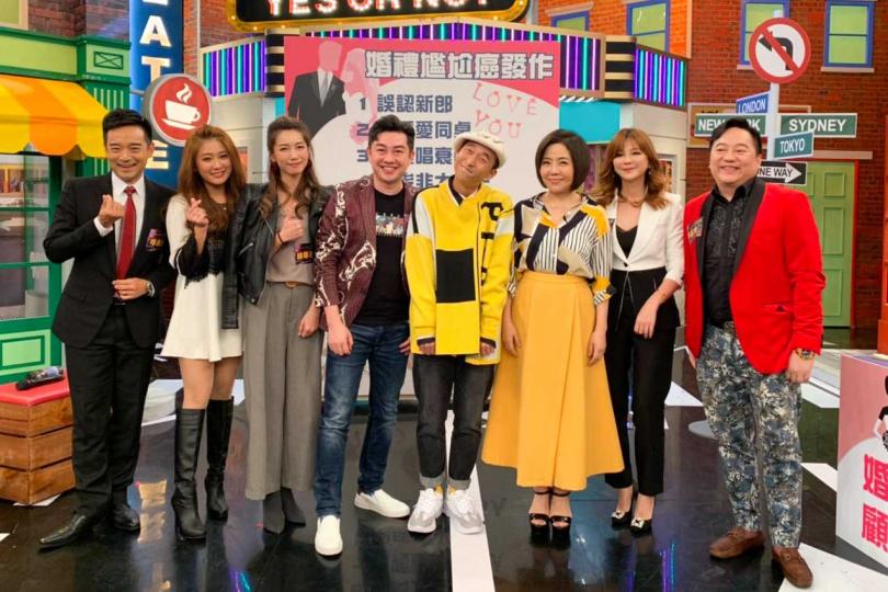 左起岑永康、葉家妤、林韋君、李明川、浩子、于美人,在節目上分享婚禮上不敢回想的尷尬回憶。(圖/衛視提供)