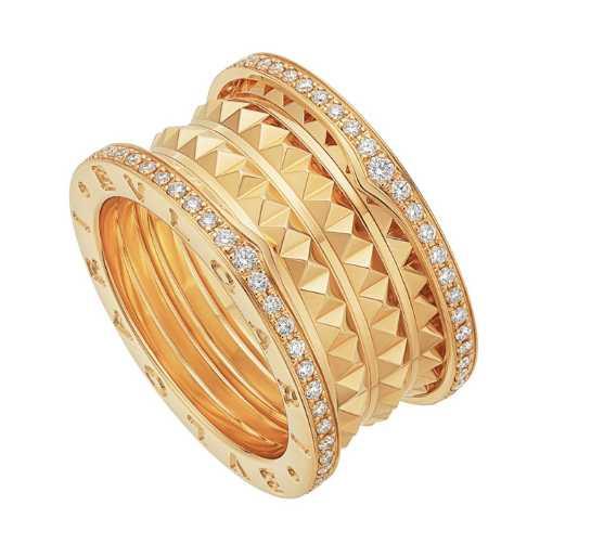 BVLGARI「B.zero1 ROCK」系列,黃K金四環鑲鑽戒指╱233,200元。(圖╱BVLGARI提供)