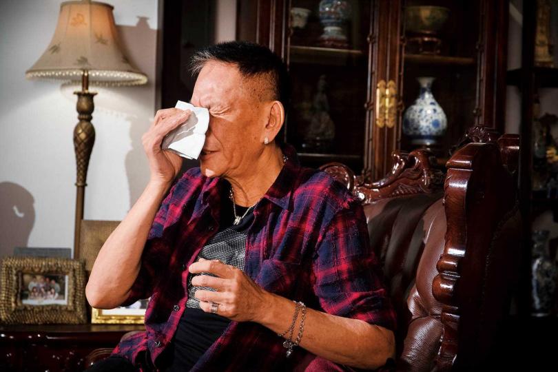 談及失智的鐵粉,龍邵華不禁落淚,感謝對方讓他覺得自己「值得了」。(圖/林勝發攝)