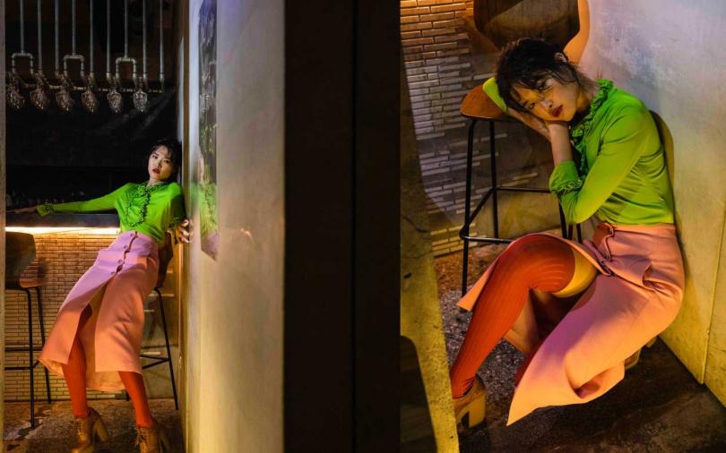 PRADA 嫩綠荷葉綴邊上衣/價格未定、高腰開衩過膝裙/價格未定、皮革雕花厚底跟鞋/價格未定、撞色長襪/價格未定(圖/莊立人攝)