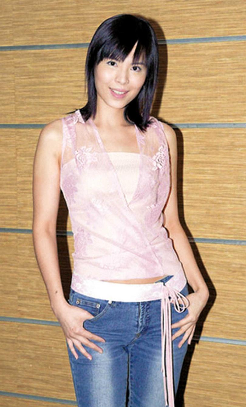 17歲以廣告模特兒入行的王百瑜,為照顧女兒一度淡出,直到女兒長大就業,才決定重回演藝圈。(圖/翻攝網路)