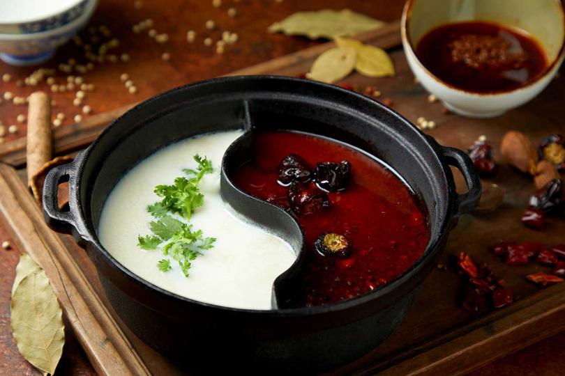 川菜:麻辣醬鍋底。(圖/富味鄉提供)