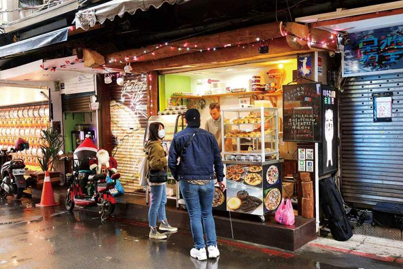 「布列塔尼甜點 Bretagne Bakery」來自法國的帥哥老闆Corrado,以純手工製作鹹派糕點,虜獲不少粉絲。(圖/于魯光攝)