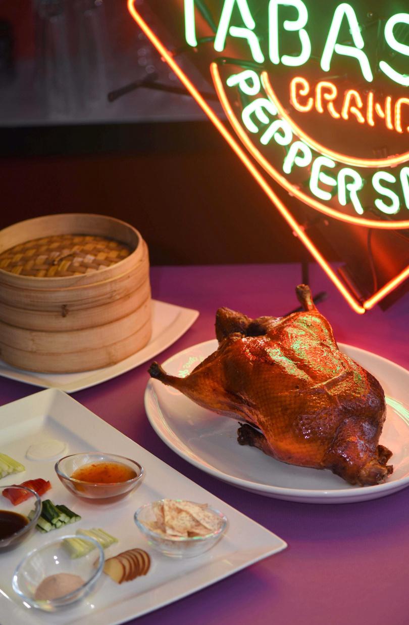 紫艷中餐廳推出「HOT DUCK辣烤鴨」。