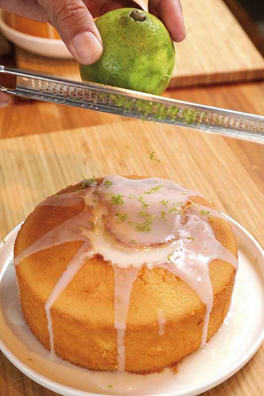 「彌勒果園」提供人氣DIY「老奶奶檸檬糖霜蛋糕」體驗(7吋500元/人)。(圖/施岳呈攝影)
