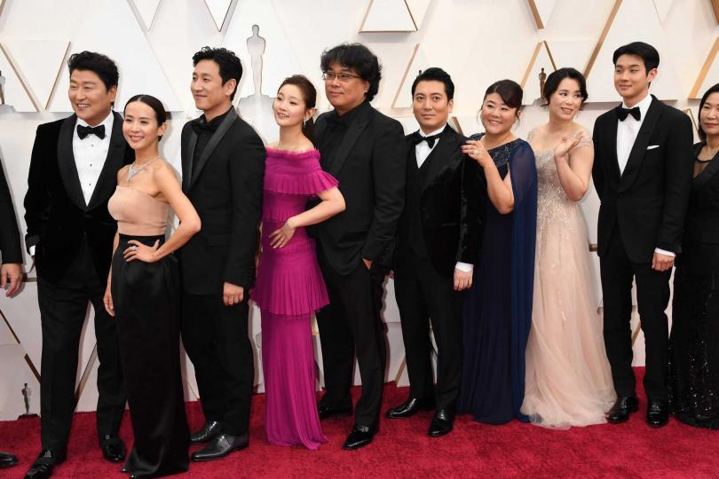 《寄生上流》入圍六項大獎,劇組風光走上紅毯。