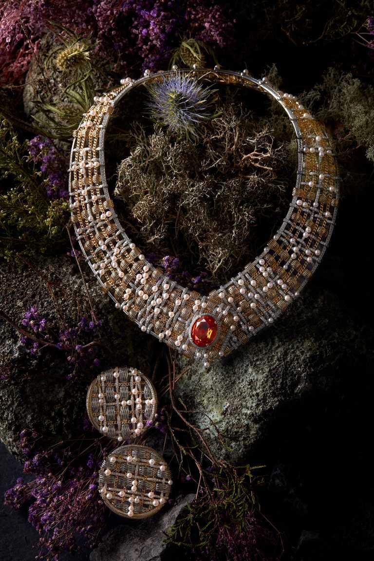 CHANEL「TWEED DE CHANEL」系列頂級珠寶,(上)TWEED D'OR項鍊,21,978,000元;(下)TWEED D'OR耳環╱4,604,000元。(圖╱CHANEL提供)