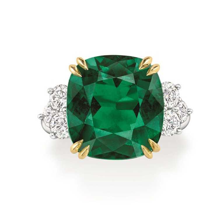 HARRY WINSTON枕型切工祖母綠鑽戒╱30,660,000元。(圖╱HARRY WINSTON提供)