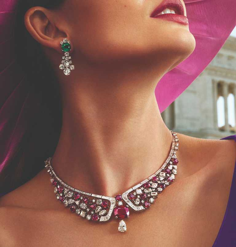 BVLGARI品牌大使莉莉‧奧爾德里奇(Lily Aldridge),演繹BVLGARI珠寶及腕錶作品。(圖╱BVLGARI提供)