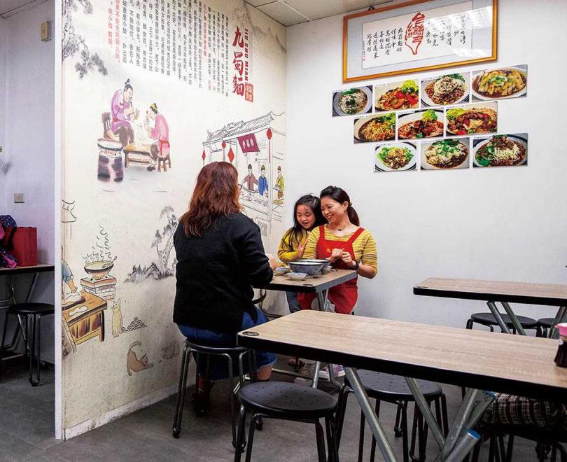付會為了推廣四川平價麵食與小吃,開設了「九蜀麵」。(圖/焦正德攝)