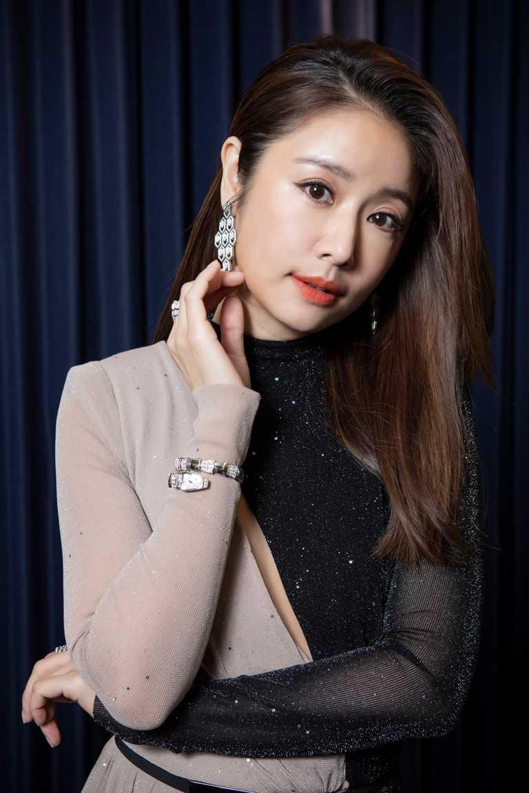 林心如佩戴寶格麗珠寶及腕錶,擔任2021台北電影獎頒獎嘉賓,散發女神光芒。(圖╱BVLGARI提供)