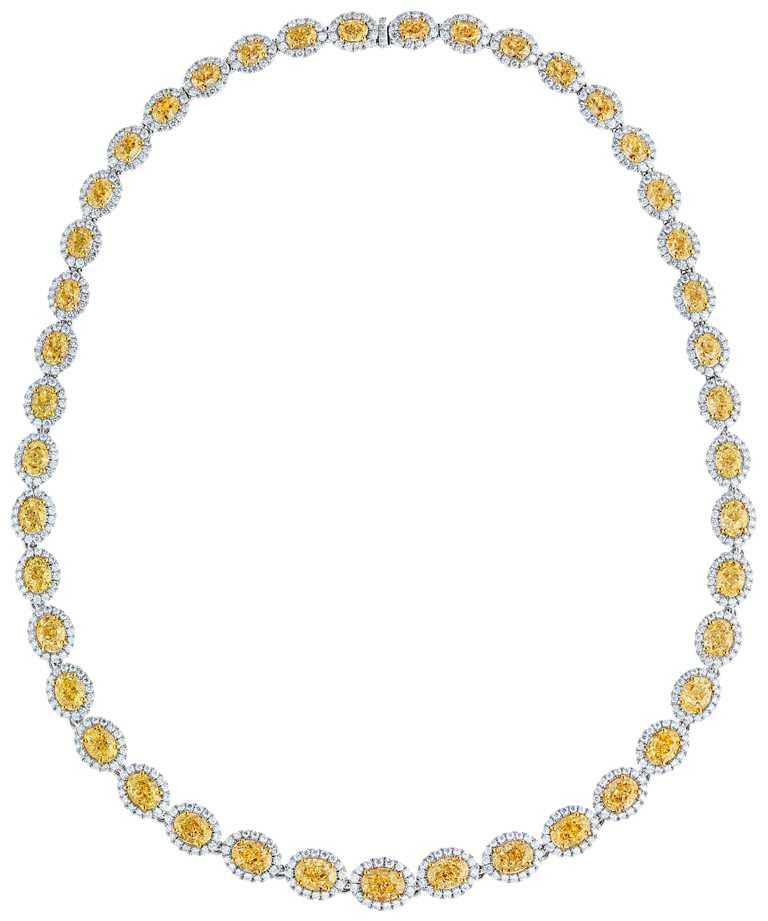 DE BEERS「Aura」高級珠寶系列黃鑽項鍊,密釘微鑲的白鑽以手工鑲嵌於18K白金,整齊環繞中央每顆大小遞進的黃鑽,鑽石總重約70.22克拉╱24,300,000元。(圖╱DE BEERS提供)