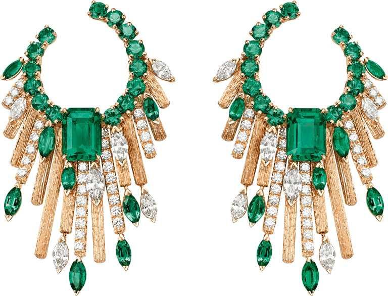 PIAGET「Sunlight Escape」系列,頂級祖母綠鑽石耳環╱5,350,000元。(圖╱PIAGET提供)