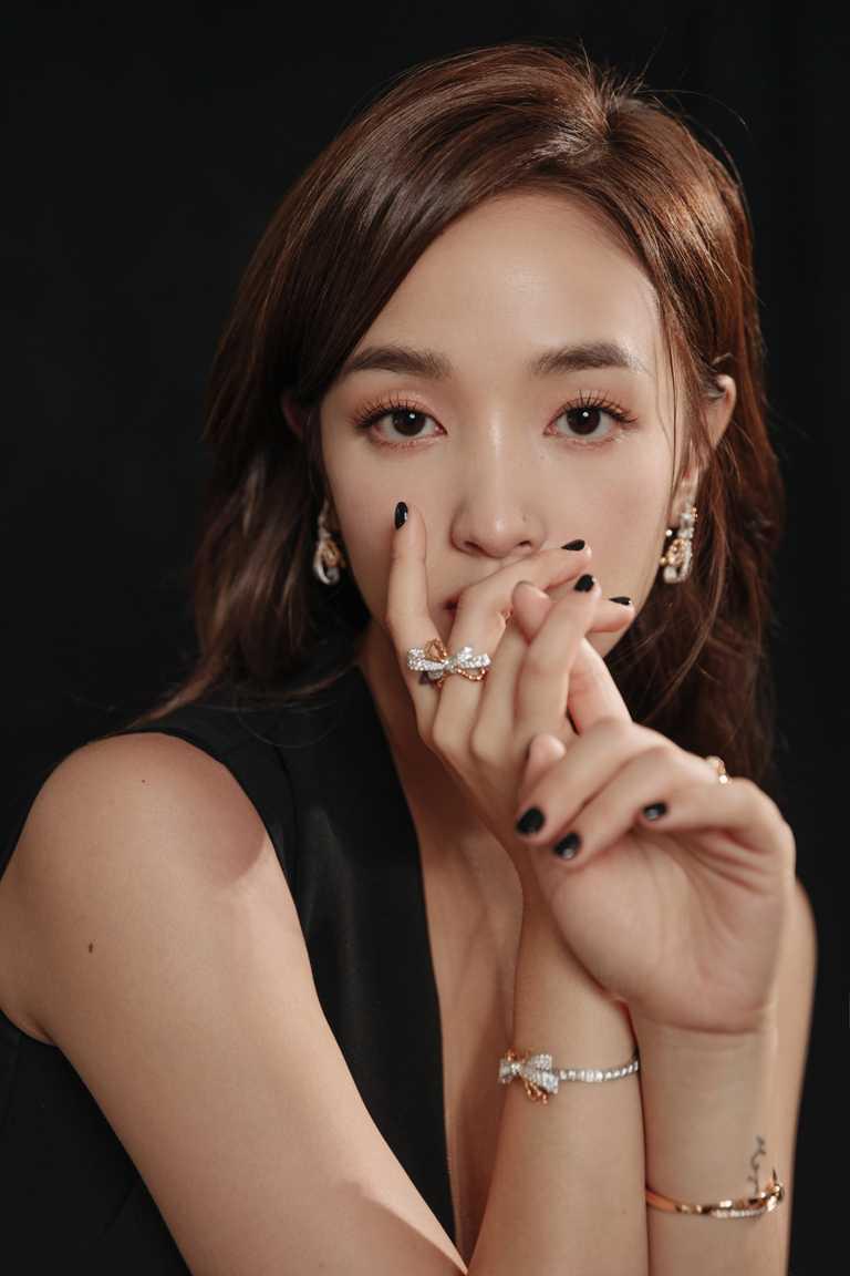 擔任北影28頒獎嘉賓的王淨,佩戴CHAUMET「Isolence」系列珠寶妝點清新姿態。(圖╱CHAUMET提供)