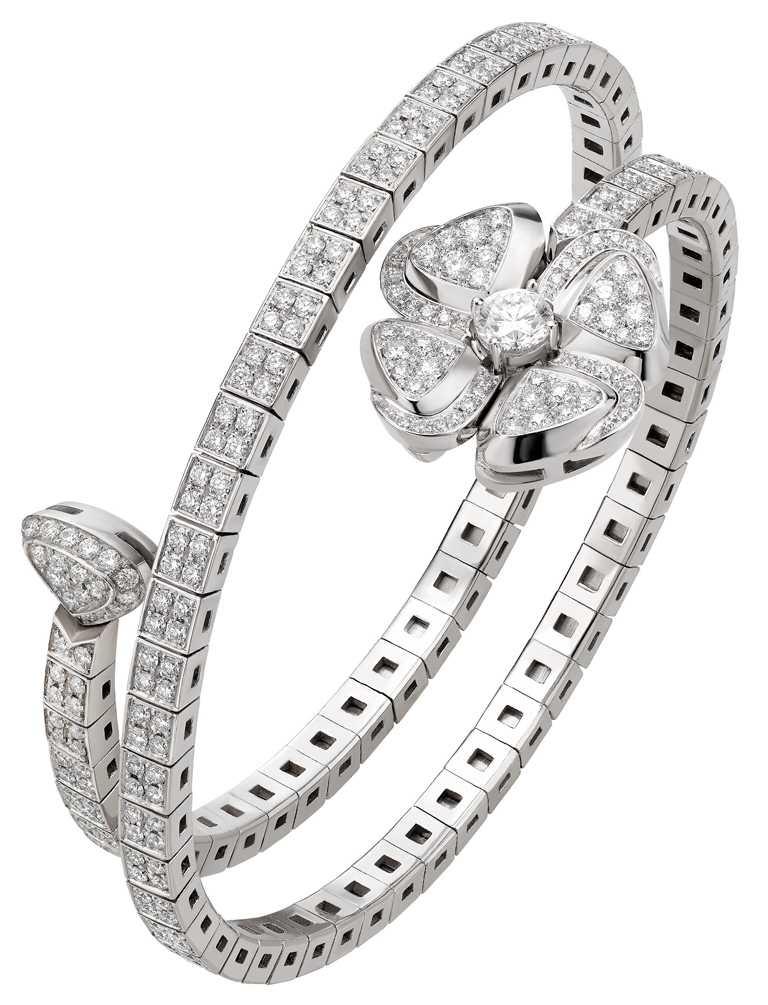 BVLGARI「Fiorever」系列,白K金鑽石手鐲╱1,174,000元。(圖╱BVLGARI提供)