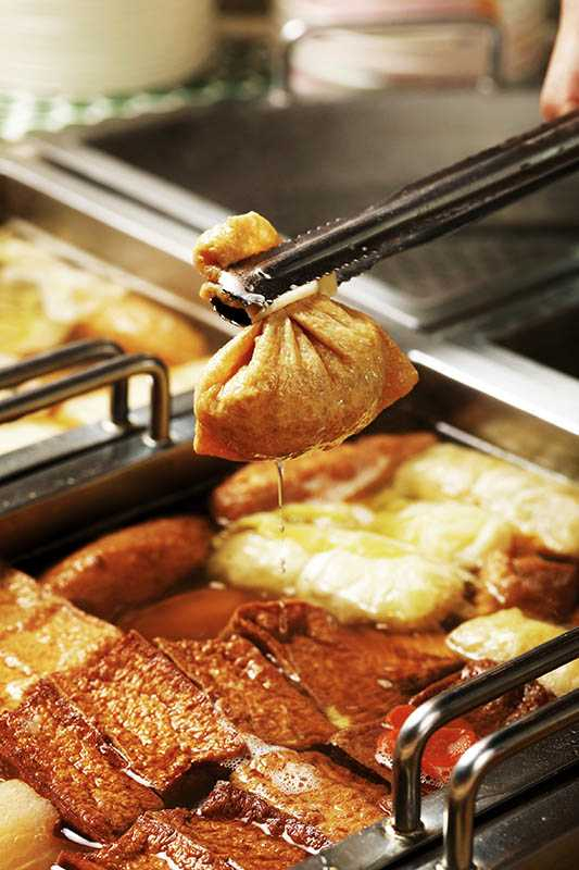 福袋形狀的「福袋豚肉」,以豆皮包裹台東成功漁港的鬼頭刀魚漿、冬粉、蝦仁與香菇內餡,十分鮮甜。(四○元/個)(圖/于魯光)
