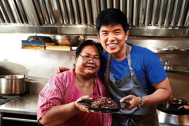 主廚Ton與泰國管家一起帶來家常新菜。(圖/Baan Taipei提供)