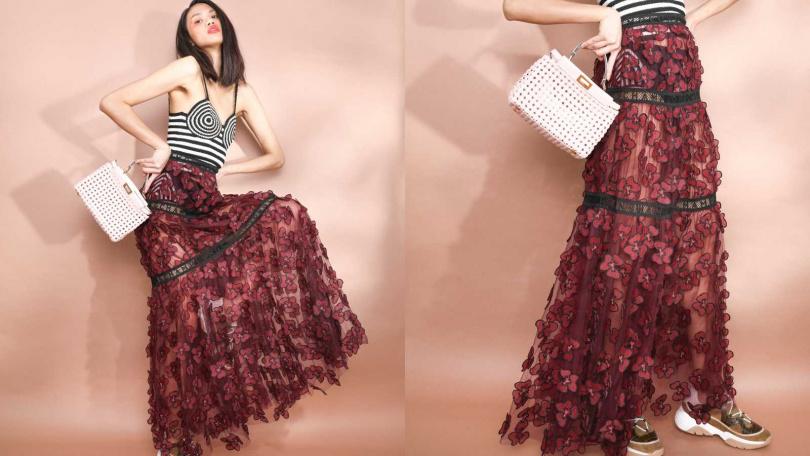 Sandro Knitted Crop Top 背心/4,410元、Knitted Shorts 短褲/3,480元;LONGCHAMP Long Skirt 長裙/87,415元、Sneakers 球鞋/約14,680元;FENDI Peekaboo Iconic Mini/約145,310元(圖/戴世平 攝)