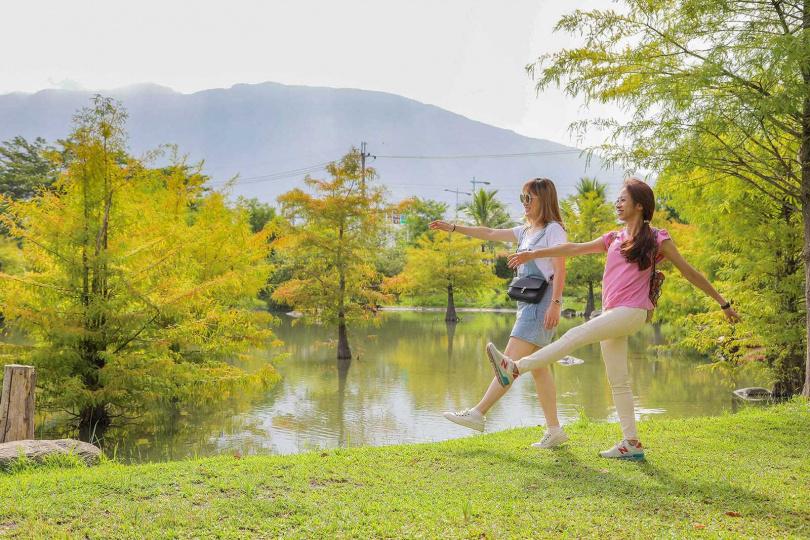 「松湖驛站」的老闆打造出一座名叫「松湖」的生態湖,該處風景秀麗,讓人心曠神怡。(圖/林士傑攝)