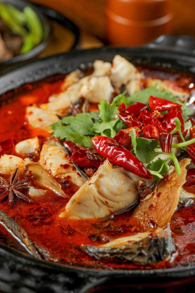 以獨家四川配方烹煮的「香辣水煮魚」,豐厚的香麻滋味令人驚豔。(450元)(圖/林士傑攝)