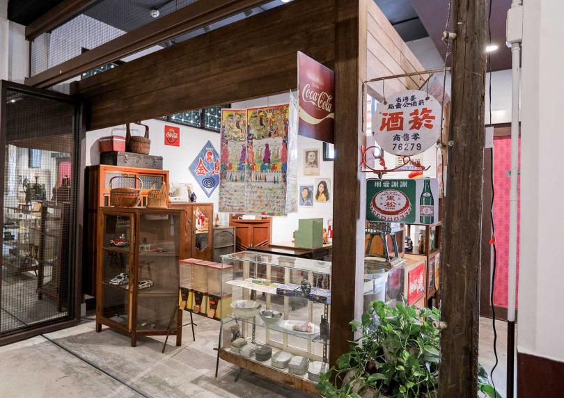 藝術村園區內的「吉野村史移民館」及「客家產業文物館」,都布置了許多舊時文物供遊客欣賞。(圖/林士傑攝)