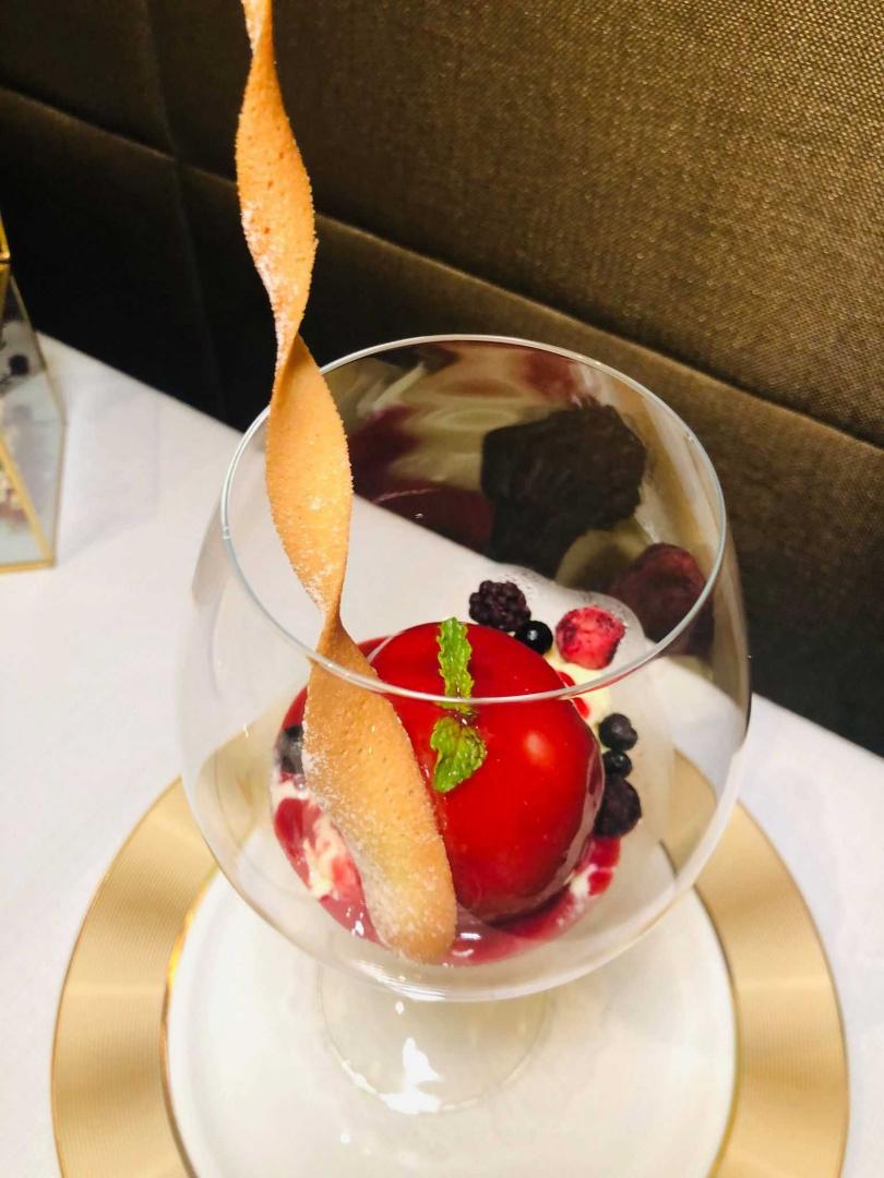 法國蜜桃佐香草冰淇淋。(圖/余玫鈴攝)