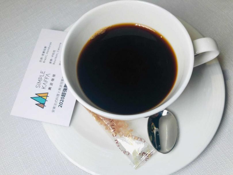 與興波聯名咖啡。(圖/余玫鈴攝)