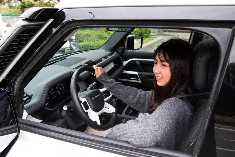 雖然是車格較為野性陽剛,但標配上全套的主被動科技安全設備,即使是女性駕駛也是游刃有餘。(圖/黃耀徵攝)