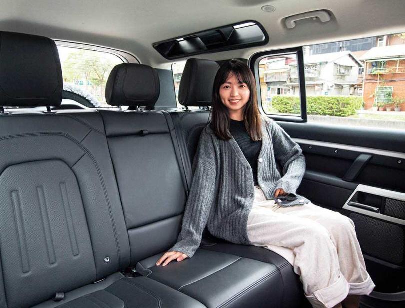 全車軸距長達3022mm,無論是五人座還是加購七人座套件,後座空間都相當充裕舒適。(圖/黃耀徵攝)