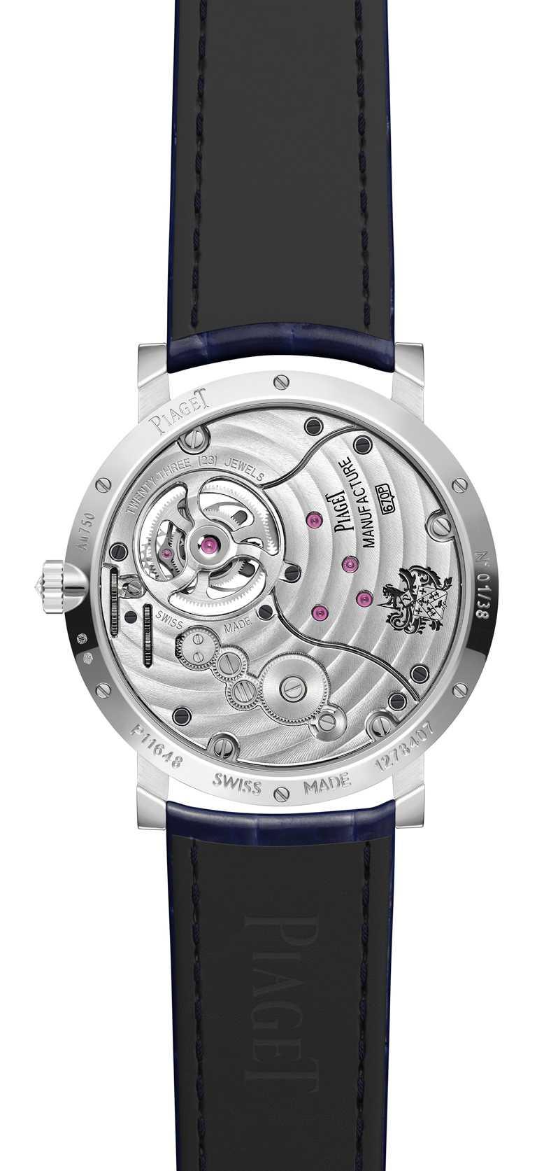藍寶石水晶玻璃錶底蓋,令這款伯爵製670P型手動上鏈陀飛輪機芯的精湛一覽無遺。(圖╱PIAGET提供)