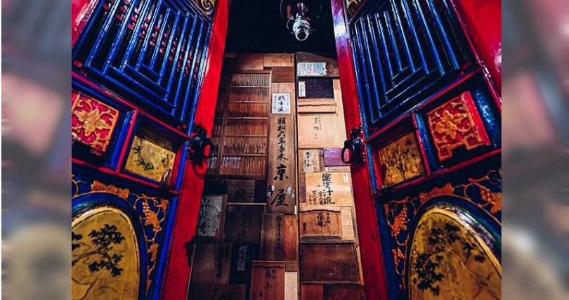 大門及空間內的陳設都是百年老件。(圖/胡同裏的寬巷子提供)