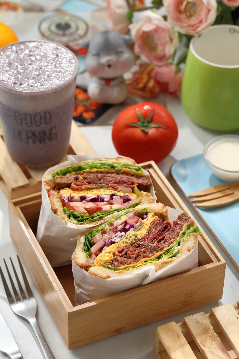 「超級牛B三明治」的靈感取自傳統美式牛肉堡,厚實牛肉和煙燻培根的口味很重量級。(140元)