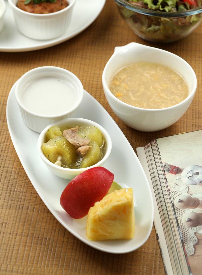 一份早午餐加上70元可升級增加時令水果及湯品。