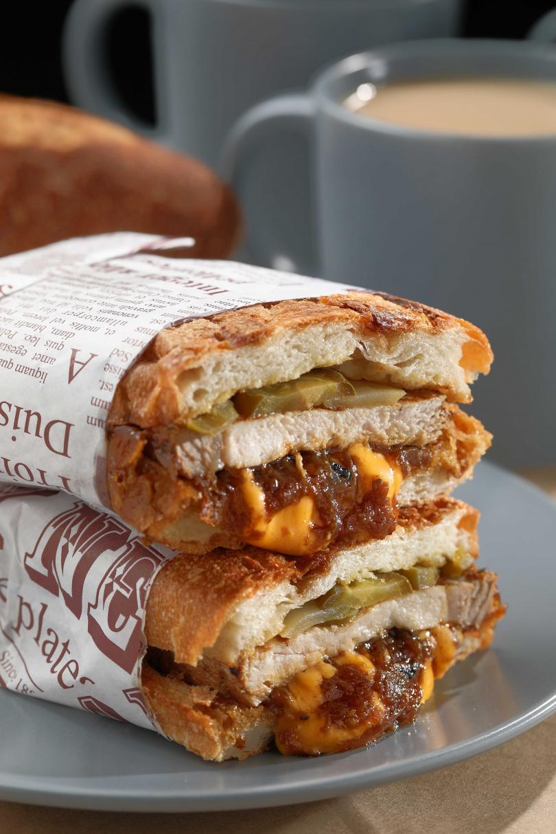 熱壓後更添口感的「厚切豬排古巴三明治」。(160元)