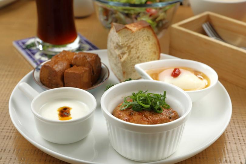 烤照燒醬獅子頭配上溫泉蛋,是三月底主打的菜色,有著日式與中藥膳的組合,卻一點也不違和。(250元)