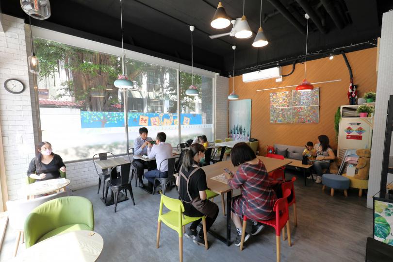 Fresh Day新鮮日早午餐的空間簡潔明亮,不少人喜歡這裡輕鬆的氛圍。