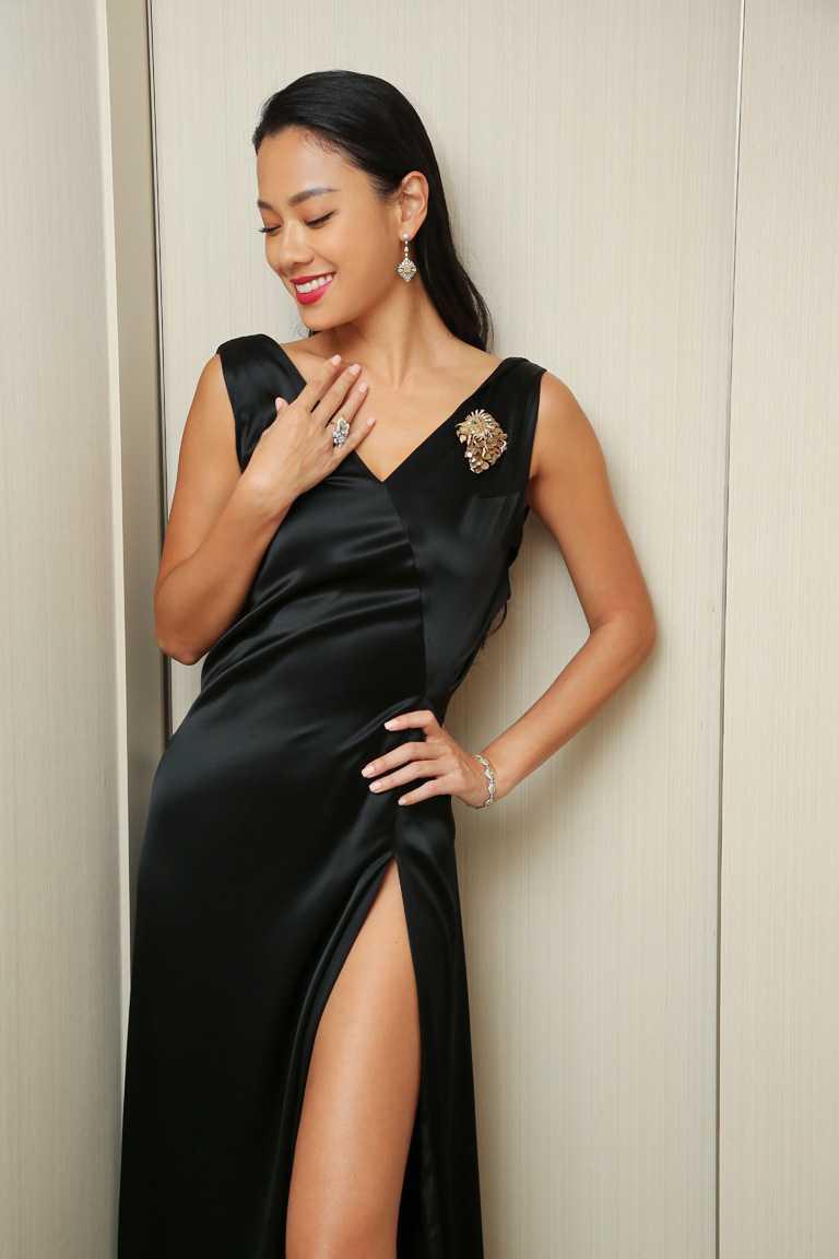 名模王麗雅,霸氣展演JHENG Jewellery「極致鑽片」系列「王者風範1號」作品。(圖╱JHENG Jewellery提供)