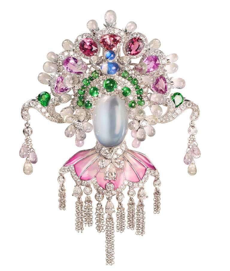 JHENG Jewellery「眾生臉譜」系列,月光石臉譜╱968,000元。(圖╱JHENG Jewellery提供)