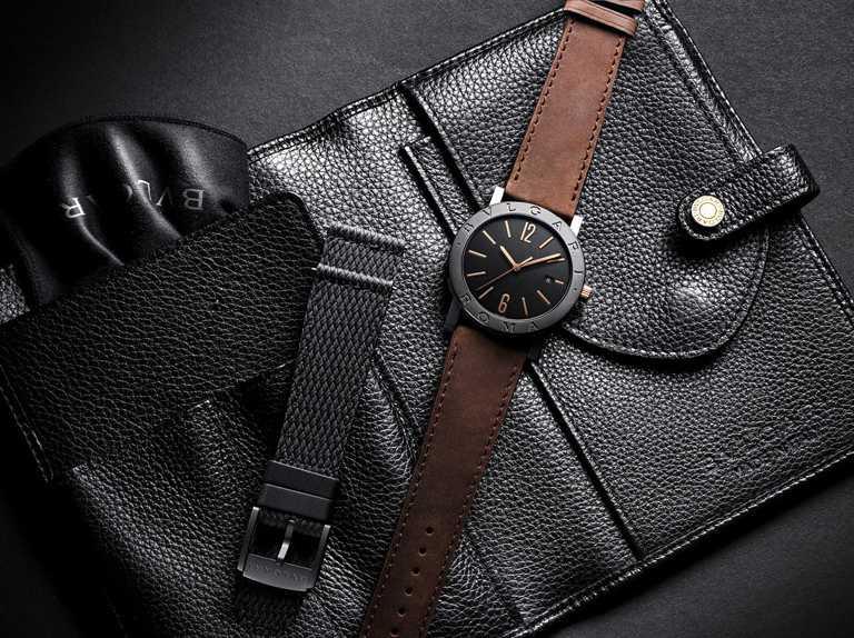 每只BVLGARI「BVLGARI CITIES城市系列」2020年特別版腕錶,均隨附黑色小牛皮收納袋,備有可替換的黑色橡膠錶帶,方便旅行與外出時使用。(圖╱BVLGARI提供)