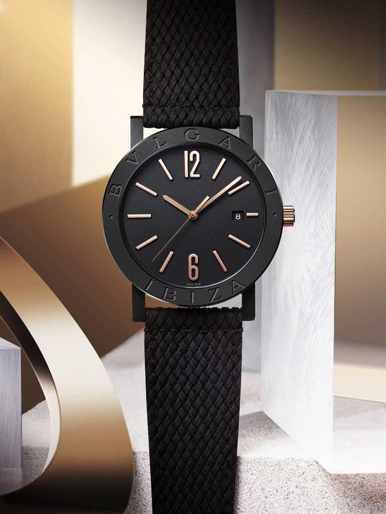BVLGARI「BVLGARI CITIES城市系列」IBIZA特別版腕錶,精鋼錶殼,41mm,黑色橡膠錶帶╱133,600元。(圖╱BVLGARI提供)