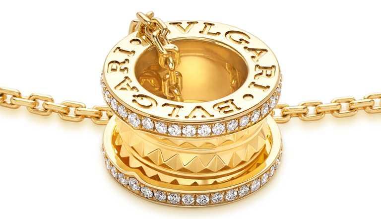BVLGARI「B.zero1 Rock」三環鑲鑽項鍊╱180,400元。(圖╱BVLGARI提供)