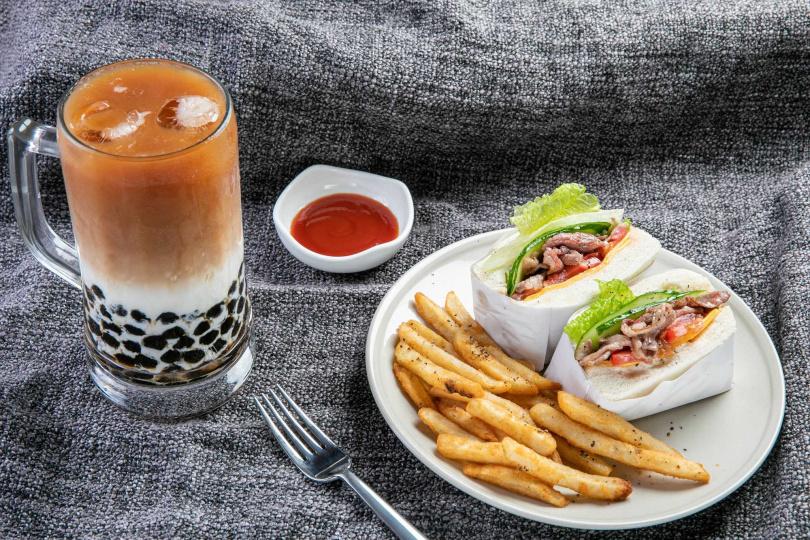 小日子生活三明治+珍珠鮮奶茶。(圖/小日子手摘茶屋提供)