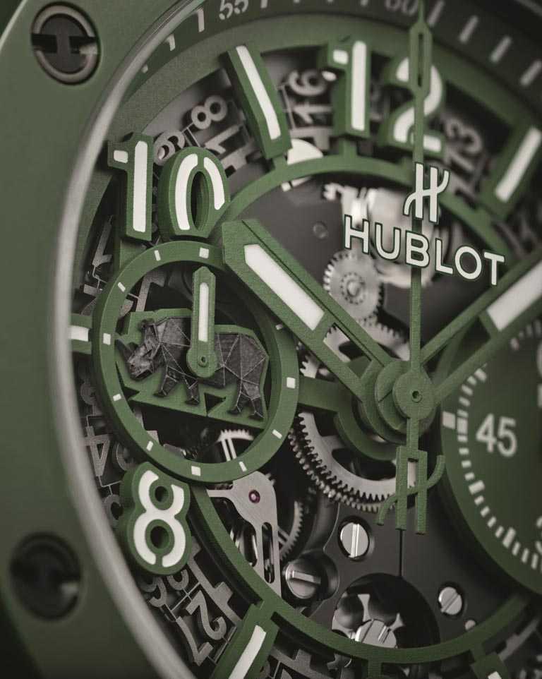 HUBLOT全新第2代「Big Bang Unico SORAI」保育犀牛限量錶,霧面綠色鏤空面盤,特殊「犀牛」浮雕位於9點鐘位置。(圖╱HUBLOT提供)