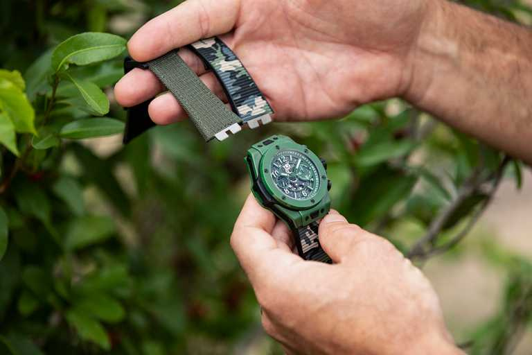 HUBLOT全新第2代「Big Bang Unico SORAI」保育犀牛限量錶,備有迷彩橡膠及綠色魔鬼氈2款錶帶。(圖╱HUBLOT提供)