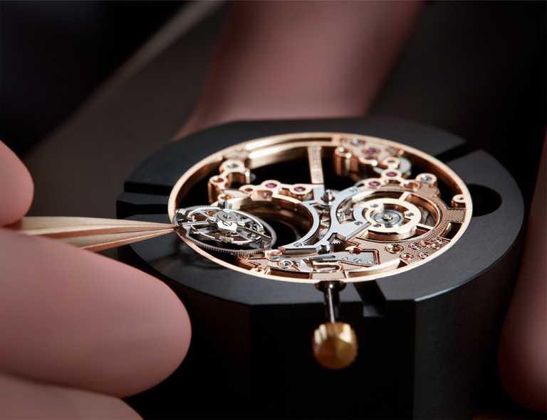 BREGUET「Classique Tourbillon Etra-Thin Squelette 5395」超薄鏤空陀飛輪玫瑰金腕錶,搭載581SQ型陀飛輪機芯,2010年。(圖╱BREGUET提供)