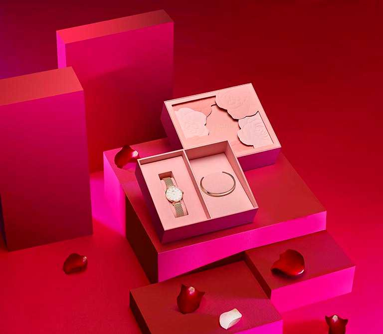DW「浪漫粉色玫瑰禮盒」,七夕限定包裝。(圖╱Daniel Wellington提供)