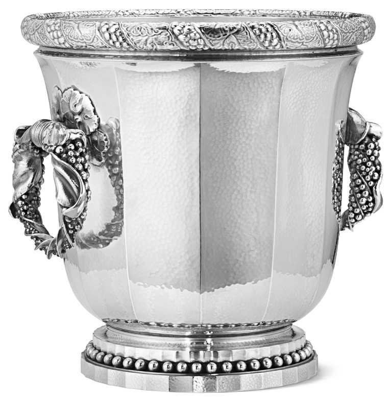 GEORG JENSEN「銀雕香檳桶」╱2,900,000元。(圖╱GEORG JENSEN提供)