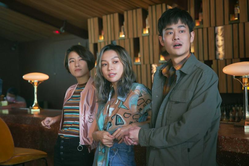 林采欣新歌〈鯨落〉MV,邀來林意箴、夏騰宏一起互飆演技。(圖/華納音樂提供)