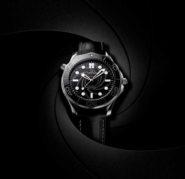 OMEGA「Seamaster海馬」系列,潛水300米007版腕錶╱鉑金錶殼,42mm,8807型同軸擒縱機芯╱1,695,900元。(圖╱OMEGA提供)