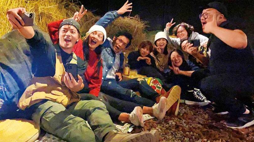 《戒指流浪記》的演員們感情不錯,還辦聚會一起看播出。(圖/黃尚禾提供)